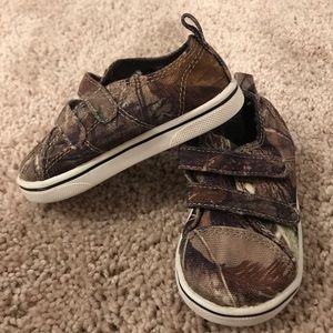 Realtree Brand toddler size 5 shoes